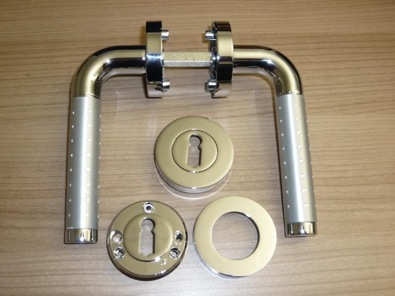 Drueckergarnitur Schraubrostette KL4 Marina Chrom