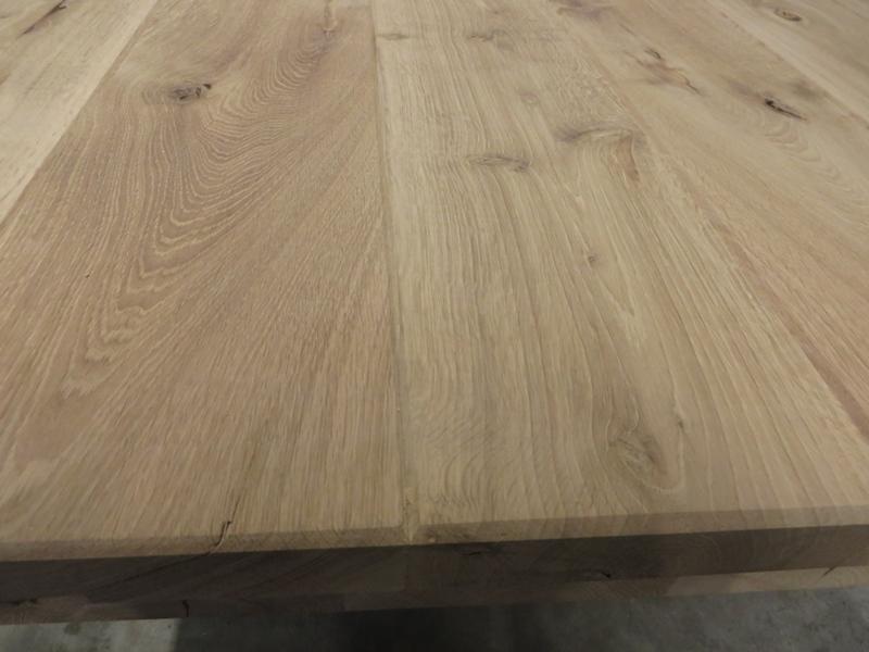 Tischplatte gefaste Kanten